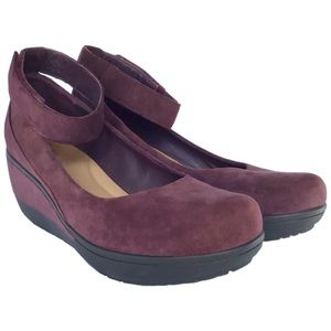 Clarks Wynnmere Fox Ankle Wedge Pump